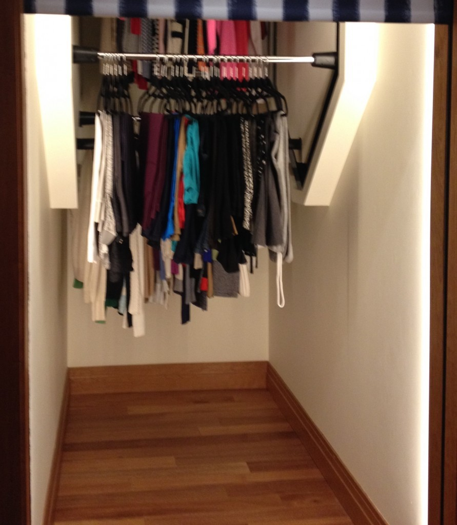 Genial ClothesCarousel® Rotating Closet Rods